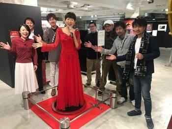 和田アキ子人形と三河職人衆.JPG